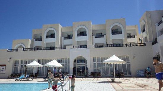 Hotel Al Jazira Beach & Spa: piscine avec animationS