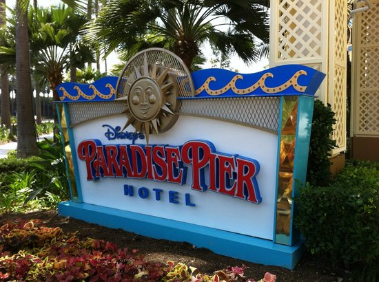 Disney's Paradise Pier Hotel : entrance to hotel