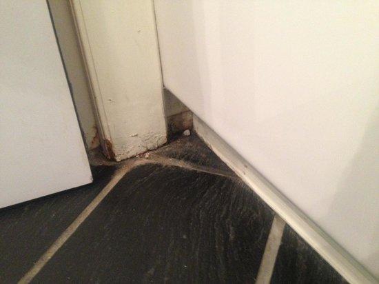 Hotel Palazzu U Domu: Bath very dirty too ...