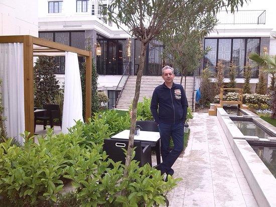 Sura Hagia Sophia Hotel: Garden in Sura hotel