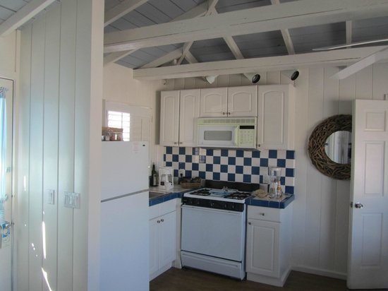 Crystal Pier Hotel & Cottages: cocina