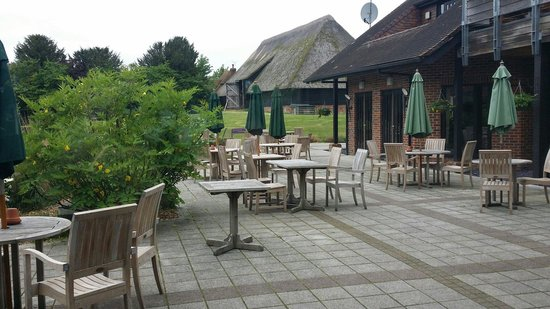 Norton Park - A QHotel: Outside seating area