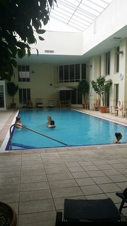Norton Park - A QHotel: Pool bigger than it looks