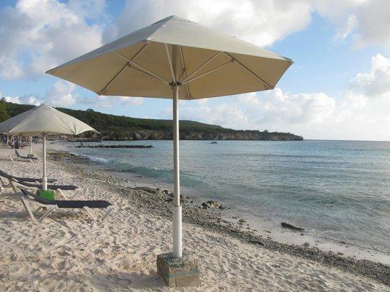 Playa Porto Marie: Обустроенный пляж