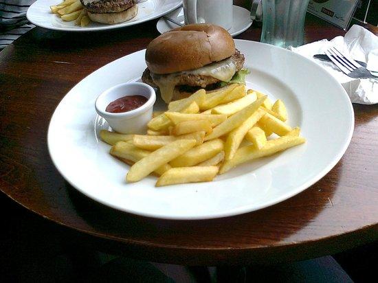 Yates Sunderland: Cheeseburger with chips and relish