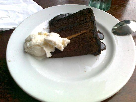 Yates Sunderland: Chocolate fudge cake with ice cream