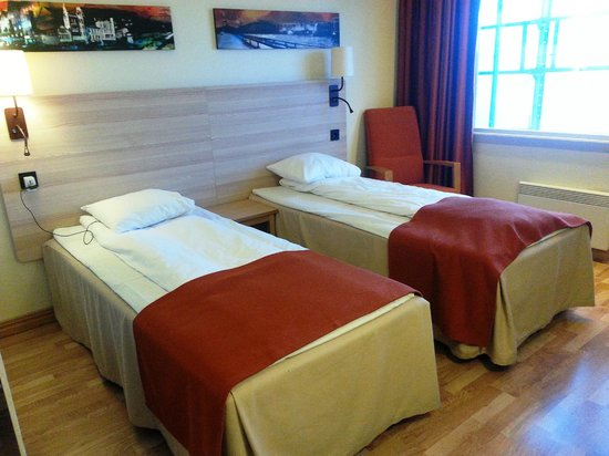 Scandic Bergen Airport: Comfy Twin Beds & Modern Room