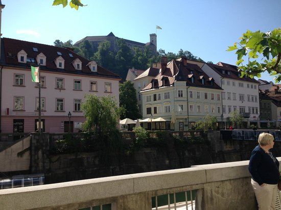 Best Western Premier Hotel Slon: Castle tower from riverside