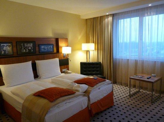 Radisson Blu Hotel, Hamburg Airport: Businesszimmer Bett