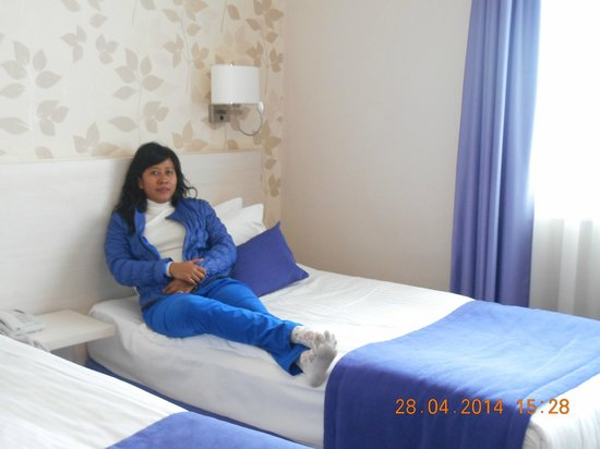 Walk In Hotel : clean room and good bed
