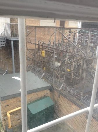 Princes Square Hotel: View from room - stay away