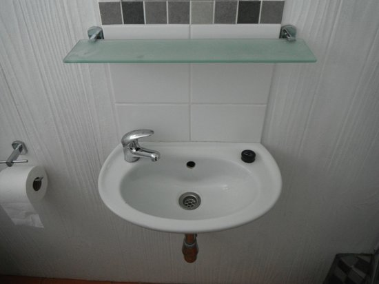 Sommersby Bed & Breakfast : Small sink