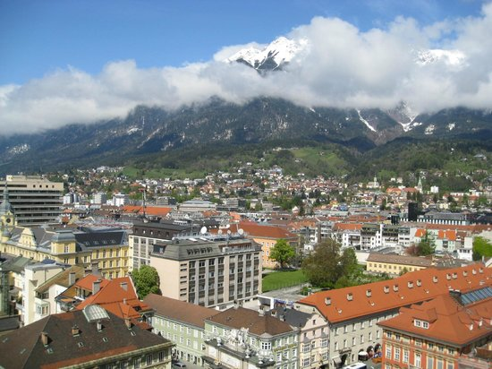 Hilton Innsbruck: Beautiful view of the Alps (though it was a bit cloudy)