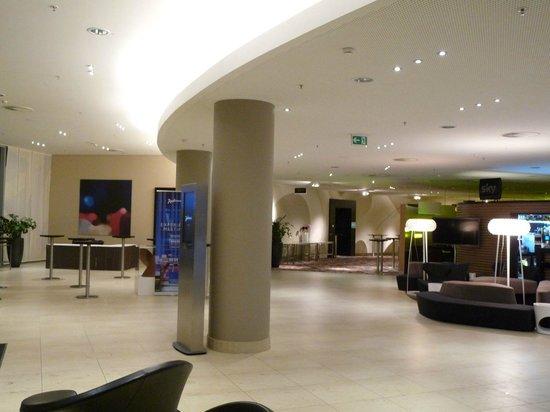 Radisson Blu Hotel, Hamburg Airport: Lobby