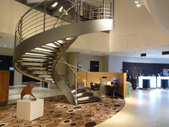 Treppenrenovierung Hamburg lobby mit treppe picture of radisson hotel hamburg airport
