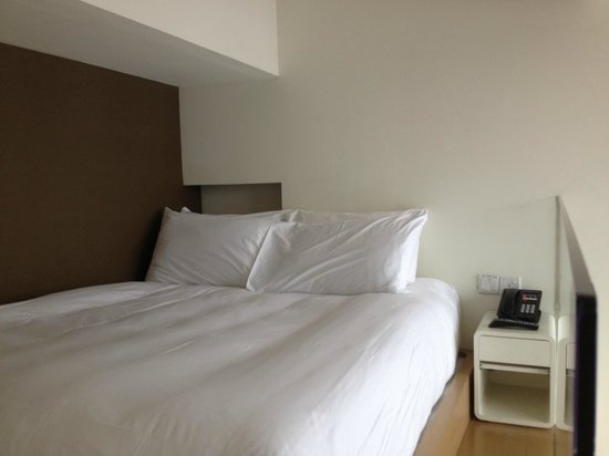 Studio M Hotel: upper level of bedroom, very tight space with a beam above one side of the bed.
