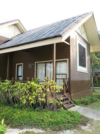 Nirwana Gardens Mayang Sari Beach Resort: chalet facade