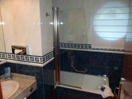 Tryp Rey Pelayo Hotel: Baño