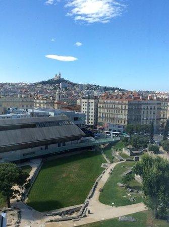 Mercure Marseille Centre Vieux Port : vista desde la ventana de la habitación