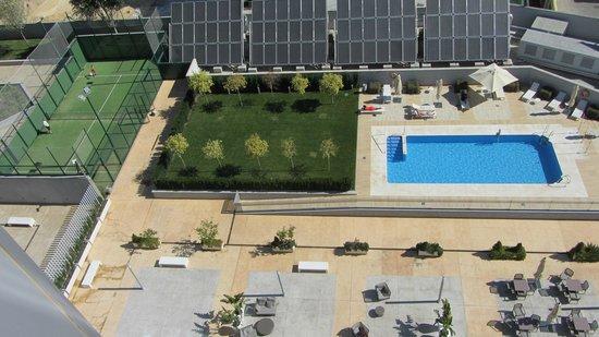 Hilton Garden Inn Sevilla : View of the pool from 7th floor