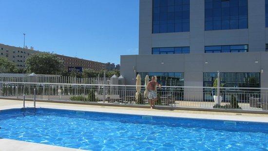 Hilton Garden Inn Sevilla : Pool area is great