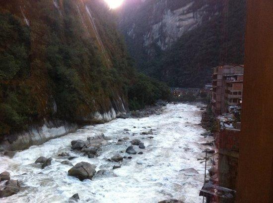 Andina Luxury: Vue de la chambre sur le torrent tres bruyant