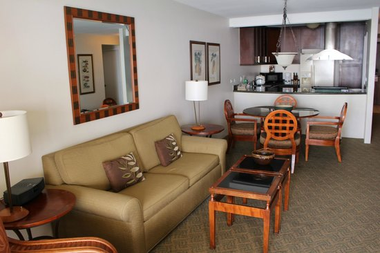 Aston Waikiki Beach Tower: Our lounge dining area