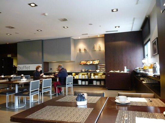AC Hotel Oviedo Forum: Desayuno