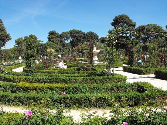 Parque del Retiro: Rose garden