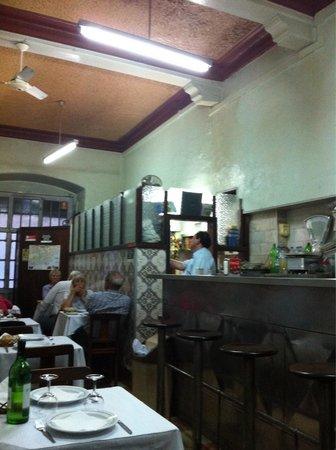 Restaurante Tronco: La cuisine attenante à la petite salle