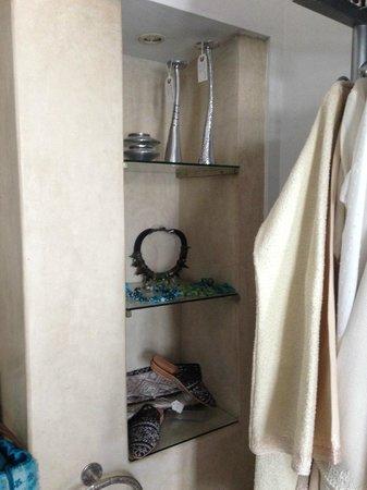 Riad Assakina: Little shot of Michele's shop