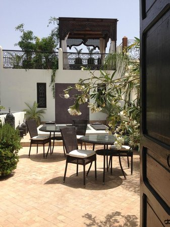 Riad Assakina: Opening entrance to roof terrace, with a little foot pool at the back.