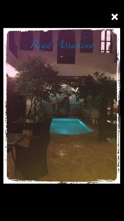 Riad Assakina: Night shot of the Pool in the Riad.