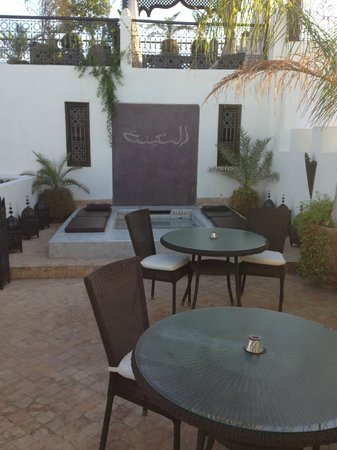 Riad Assakina: Another picture of thr roof terrace and the little foot pool.