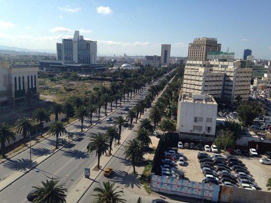 Novotel Mohamed V : Très belle vue de l'avenue Mohammed V depuis la terrasse ...