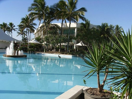 Sheraton Grand Mirage Resort, Gold Coast: lagoon and pool area