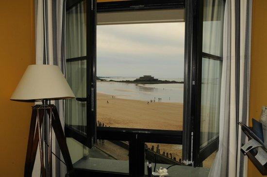 Hotel Le Nouveau Monde: Vue de la fenêtre