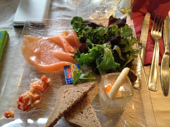 La Manade : Saumon, crevette et Verrine de crème fouetté et œufs de truite.