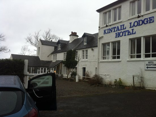 Kintail Lodge: Front of hotel from car park