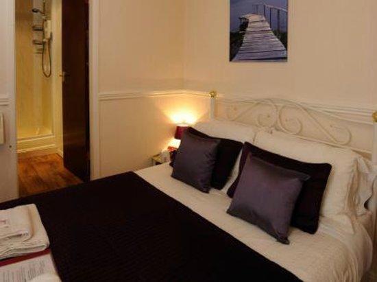 Canberra Hotel: En suite bedroom