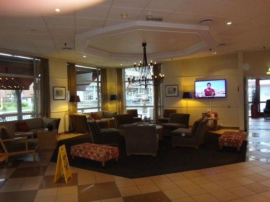 Comfort Hotel Ringerike: Холл