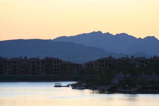 The Westin Lake Las Vegas Resort & Spa: A little later during the sunrise - the light is amazing