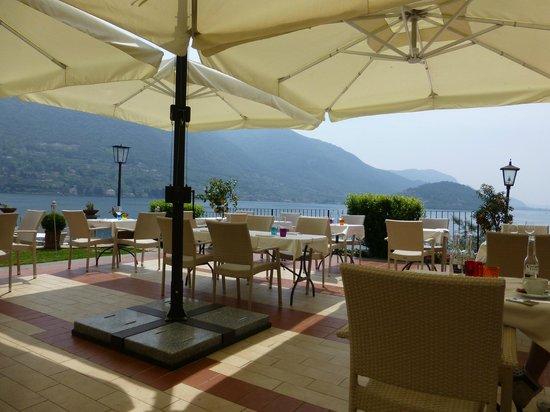 Residence Castello Oldofredi : Terrazza per pranzo e colazioe