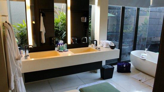 W Bali - Seminyak: Washroom