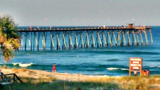 Sand Dunes Motel: Pier