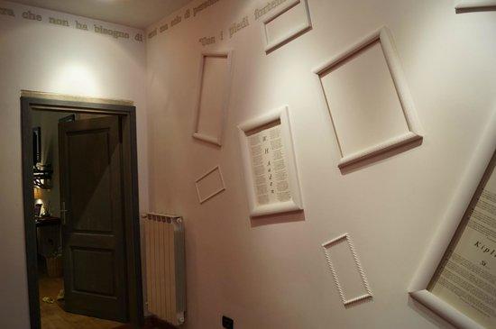 Locanda dei Poeti: Corridor outside our room
