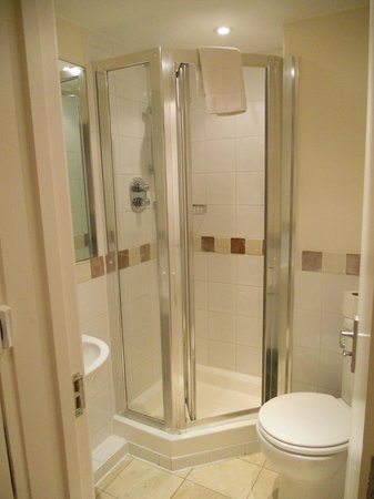 Inverness Terrace Serviced Apartments: baño