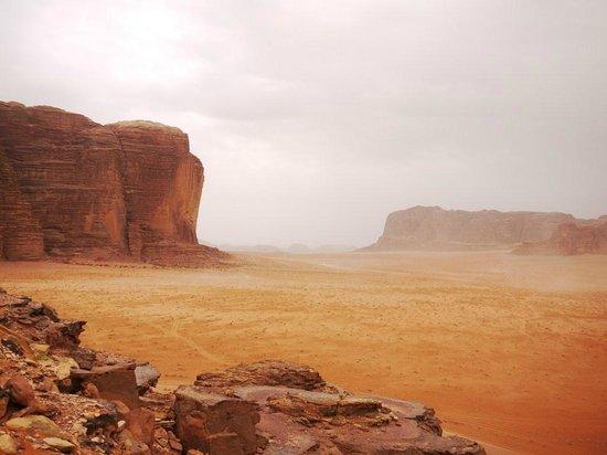 Wadi Rum Lovers Camp: Wadi Rum desert