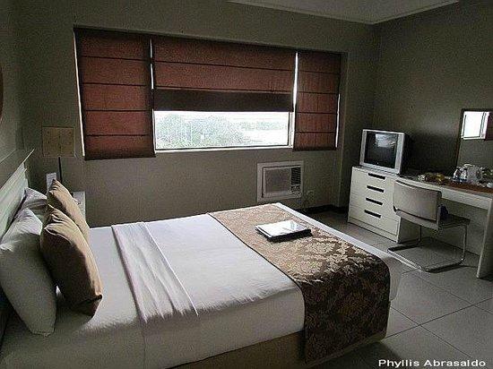 Orchid Garden Suites - Manila: Room 808