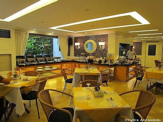 Orchid Garden Suites - Manila: Breakfast buffet @ Catleya Cafe